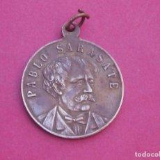 Medallas históricas: ANTIGUA MEDALLA CONMEMORATIVA DEL NACIMIENTO DEL MÚSICO PABLO SARASATE. Lote 207294660
