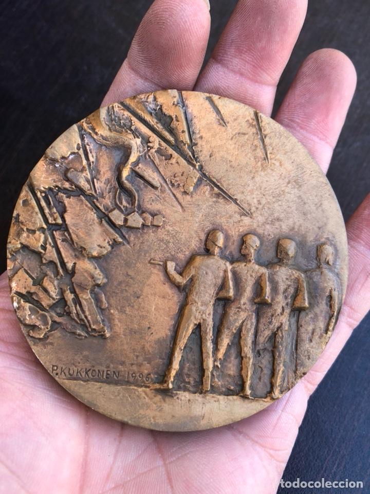 Medallas históricas: Bonita medalla finlandesa conmemorativa gran tamaño - Foto 2 - 207896898
