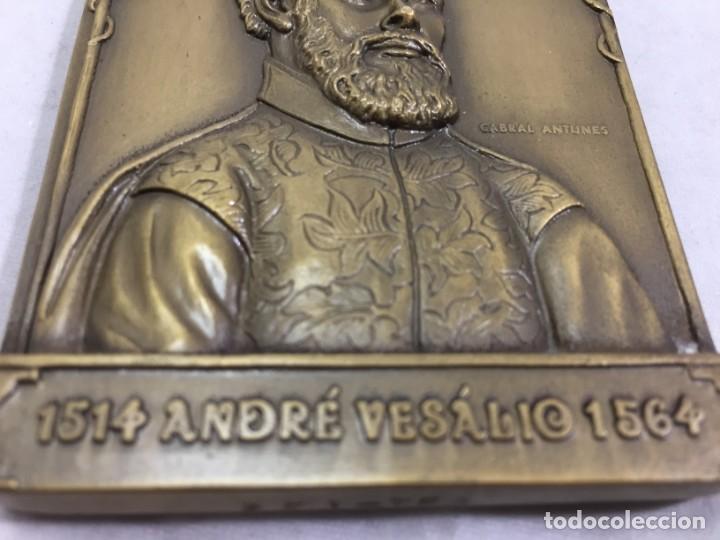 Medallas históricas: Medalla de mano placa de bronce André Vesálio. Cabral Antunes Portugal gran calidad numerada 351/750 - Foto 3 - 210061915