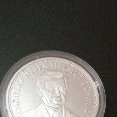 Medallas históricas: MEDALLA - ALEMANIA CANCILLER HELMUT SCHMIDT 1974- 1982. Lote 212723588