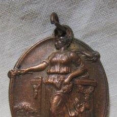 Medallas históricas: MEDALLA ESCOLAR BARCELONA 1935 IV ANIVERSARIO PROCLAMACION DE LA REPUBLICA. 3,5 X 2,8 CM. Lote 213426267