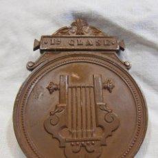 Medallas históricas: MEDALLA DE 1ª CLASE. CONSERVATORIO DE MÚSICA DEL LICEO DE YSABEL II, BARCELONA 5,6 X 4,2 CM.. Lote 213477608