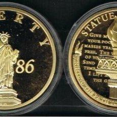 Medallas históricas: MEDALLA: ESTATUA OF LIBERTY 1886, COBRE DORADO CON SWAROVSKI-PIEDRA. Lote 214624026