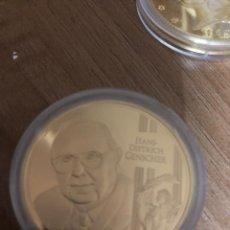 Medallas históricas: MEDALLA HANS-DIETRICH GENSCHER BAÑADA EN ORO 40 MM. VER FOTOS. Lote 214625667