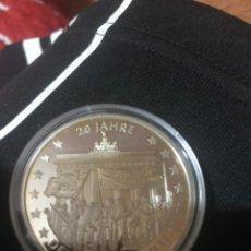 Medallas históricas: MEDALLA 20 AÑOS UNIDAD ALEMANA 40 MM . VER FOTOS. Lote 214628178