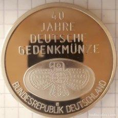 Medallas históricas: MEDALLA DE LOS 40 AÑOS DE LA MONEDA CONMEMORATIVA ALEMANA. Lote 215840195