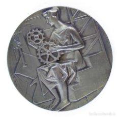 Medallas históricas: MEDALLA CENTENARIO DE LA ASOCIACIÓN DE INGENIEROS INDUSTRIALES DE BARCELONA, CON ESTUCHE, 7 CM.. Lote 216555117