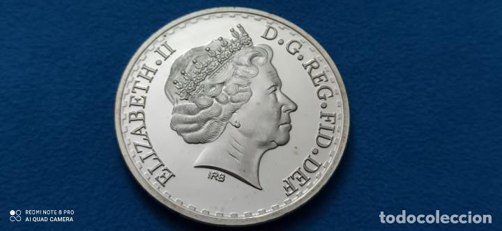 WR HARRY Y MEGHAN BODA FAMILIA REAL BRITÁNICA COLECCIÓN MEMORIAL MONEDA DE METAL CHAPADO PLATA (Numismática - Medallería - Histórica)