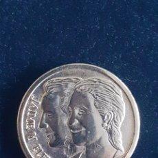 Médailles historiques: MEDALLA CONMEMORATIVA DE LA BODA DE ELENA Y JAIME.. Lote 216912663