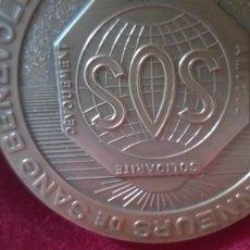 """Medallas históricas: FRANCIA MEDALLA 1975 MONNAIE DE PARIS """"SOS"""" SOLIDARITE, DEVOUEMENT, AMITIE 50 MM. Lote 216932561"""