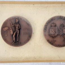 Medallas históricas: 2 MEDALLAS CONMEMORATIVAS LOTERIA NACIONAL.1812 A 1969 EN METRAQUILATO. Lote 218555821