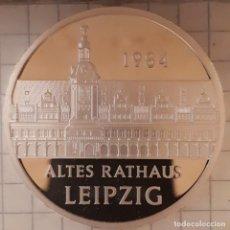 Medallas históricas: MEDALLA CONMEMORATIVA DEL AYUNTAMIENTO VIEJO DE LEIPZIG. Lote 219528862