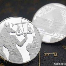 Medallas históricas: BONITO LOTE DE 2 MONEDAS PLATA DEL DIOS ANUBIS Y DE LA REINA NEFERTITI DEL ANTIGUO EGIPTO. Lote 219594656