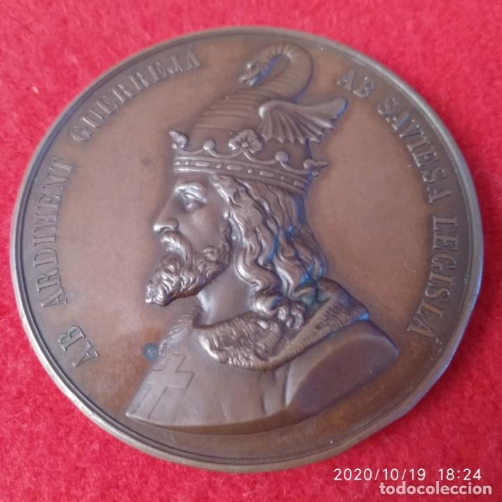MEDALLA DE BRONCE DEL 6° ANIVERSARIO DE LA MUERTE DE JAIME I, 1876, 50 MM. BUEN EJEMPLAR. (Numismática - Medallería - Histórica)