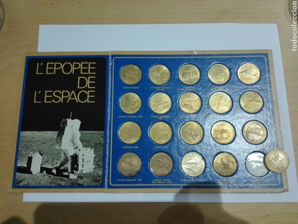 MEDALLAS FICHA SHELL 1969 COLECCION COMPETA LA EPOCA DEL ESPACIO. 20 UNIDADES Y EXPOSITOR (Numismática - Medallería - Histórica)