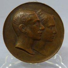 Medallas históricas: MEDALLA CONMEMORATIVA DEL MATRIMONIO DE ALFONSO XII Y MARÍA DE LAS MERCEDES EN BRONCE 1878. Lote 222460783