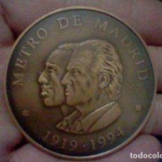 Medallas históricas: METRO MADRID 75 ANIVERSARIO MEDALLA MANO ALFONSO XIII JVAN CARLOS I 5,5 CMS DIAMETRO ORIGINAL. Lote 222490273