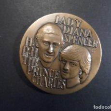Medallas históricas: MEDALLA BODA PRINCIPE CHARLES Y LADY DIANA. 52 X 52 MM . BRONCE. AÑO 1981. Lote 226077640