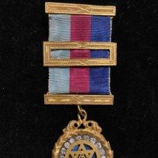 Medallas históricas: MEDALLA MASONICA METALICA CON PEDRERIA. Lote 226866380