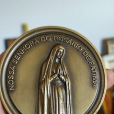 Medallas históricas: NOSSA SENHORA DO ROSARIO DE FATIMA, SANTUARIO. MEDALLA FIRMADA POR JORGE COELHO 7CM. Lote 228721720