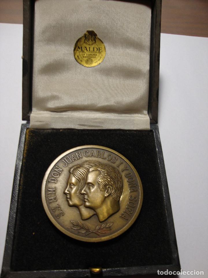 LA CORUÑA MEDALLA DE JULIO 1976 1 ª VISITA DE LOS REYES JUAN CARLOS I Y DOÑA SOFIA AÑO SANTO (Numismática - Medallería - Histórica)