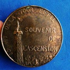 Medallas históricas: MEDALLA BRONCE. SOUVENIR ASCENSION A LA TORRE EIFFEL-PARIS 1900. ENVIO CERTIFICADO INCLUIDO.. Lote 235142945