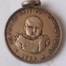 Medallas históricas: RARISIMA MEDALLA NACIMIENTO ALFONSO XIII 17 DE MAYO 1886. Lote 235992700