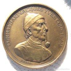 Medallas históricas: MEDALLA BRONCE JACQUES COUSTEAU Y SU BUQUE CALYPSO -CON REGALO. Lote 236155140