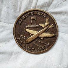 Medallas históricas: MEDALLA INAUGURACIÓN AEROPUERTO SANTANDER 1977. Lote 236165405