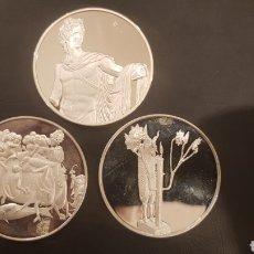 Medallas históricas: 3 MEDALLAS DE PLATA CONMEMORATIVAS DE LA ÉPOCA CLÁSICA. Lote 236219910