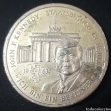Medalhas históricas: MEDALLA CONMEMORATIVA VISITA JOHN KENNEDY A BERLÍN 1963. Lote 240633770