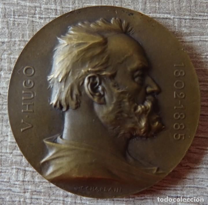 MEDALLA EN BRONCE DE VICTOR HUGO 1802 - 1885 (Numismática - Medallería - Histórica)