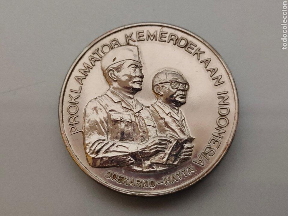 ANTIGUA MONEDA/MEDALLA DECLARACIÓN DE INDEPENDENCIA INDONESIA 17-8-1945 SOEKARNO HATTA (Numismática - Medallería - Histórica)