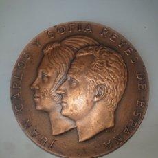 Medallas históricas: MEDALLA JUAN CARLOS Y SOFIA REYES DE ESPAÑA 22 DE NOVIEMBRE 1975 8 8 CENTIMETROS. Lote 245262290