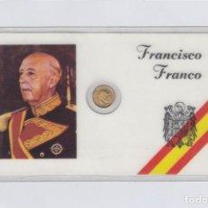 Medallas históricas: FRANCISCO FRANCO. TARJETA PLASTIFICADA CON PEQUEÑA MEDALLITA DE 1 CTM.. Lote 246579205