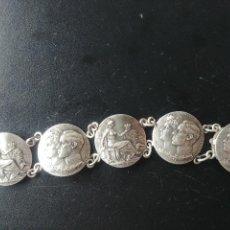 Medallas históricas: PULSERA CON CINCO MEDALLAS BODA DE ALFONSO XIII - 1906 / AG BILBAO - PLATA 85 GR.. Lote 248004730
