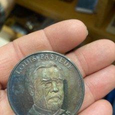 Medallas históricas: MEDALLA DE PLATA PURA LOUIS PASTEUR. Lote 250305350