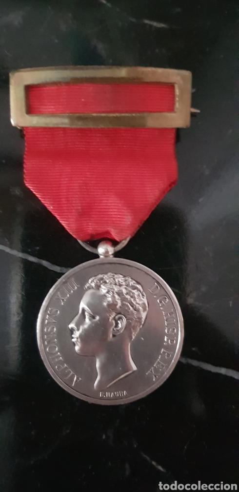 Medallas históricas: Medalla conmemorativa de la mayoría de edad de Alfonso XIII en plata - Foto 6 - 252177825