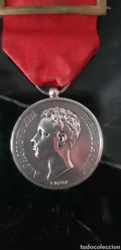 MEDALLA CONMEMORATIVA DE LA MAYORÍA DE EDAD DE ALFONSO XIII EN PLATA (Numismática - Medallería - Histórica)