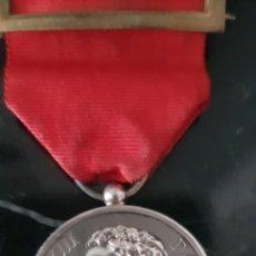 Medallas históricas: MEDALLA CONMEMORATIVA DE LA MAYORÍA DE EDAD DE ALFONSO XIII EN PLATA. Lote 252177825