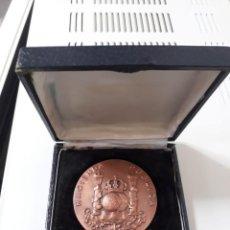 Medallas históricas: MEDALLA HACIENDA PUBLICA CON SU CAJA. Lote 252261145