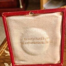 Medallas históricas: MEDALLA CORONACIÓN EDUARDO SÉPTIMO CAJA Y TODO ORIGINAL MUY BUEN ESTADO. Lote 254363030
