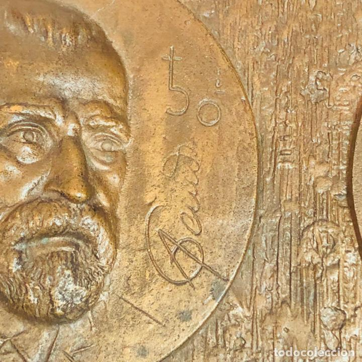Medallas históricas: GRAN PLACA DE BRONCE, ANTONIO GAUDI CORNET, REUS - BARCELONA, 50 ANIVERSARIO, 2.160 gramos - Foto 4 - 255502850