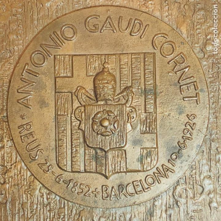 Medallas históricas: GRAN PLACA DE BRONCE, ANTONIO GAUDI CORNET, REUS - BARCELONA, 50 ANIVERSARIO, 2.160 gramos - Foto 6 - 255502850