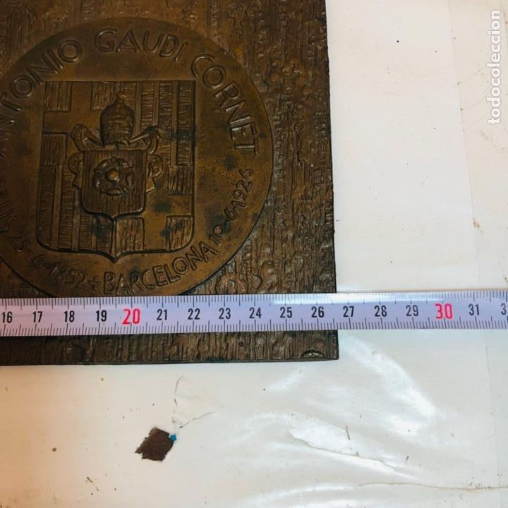 Medallas históricas: GRAN PLACA DE BRONCE, ANTONIO GAUDI CORNET, REUS - BARCELONA, 50 ANIVERSARIO, 2.160 gramos - Foto 9 - 255502850
