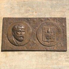 Medallas históricas: GRAN PLACA DE BRONCE, ANTONIO GAUDI CORNET, REUS - BARCELONA, 50 ANIVERSARIO, 2.160 GRAMOS. Lote 255502850