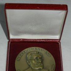 Medallas históricas: MEDALLA CONMEMORATIVA DE MIGUEL DE UNAMUNO, 50 ANIVERSARIO DE SU MUERTE 1936 / 1986, FIRMADA POR BAL. Lote 257761020