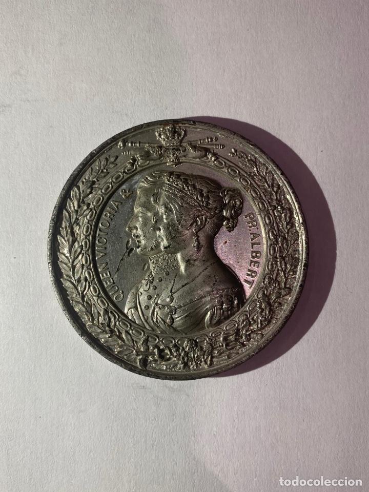MEDALLA- LONDON 1851 QUEEN VICTORIA & PR ALBERT INDUSTRIAL EXHIBITION (Numismática - Medallería - Histórica)