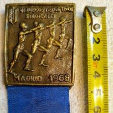 Medallas históricas: MEDALLA DE BRONCE DEL SINDICATO VERTICAL , ÉPOCA FRANCO. Lote 265709124