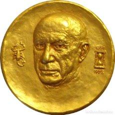 Medallas históricas: ESPAÑA. MEDALLA MUSEO PICASSO. BARCELONA. 1.973. BRONCE DORADO. CON CAJA. Lote 266316788